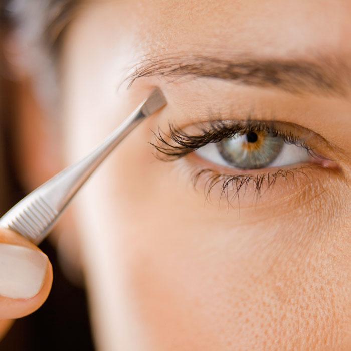 woman-plucking-eyebrows-700x700